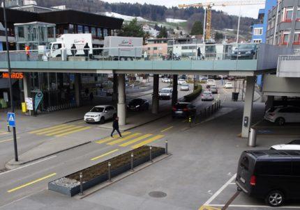 Seestrasse mit Fussverkehrsverbindungen auf verschiedenen Ebenen