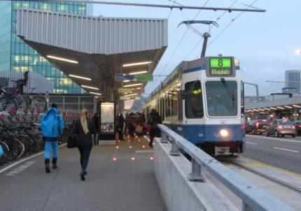 Bus- und Tramhaltestelle Hardbrücke