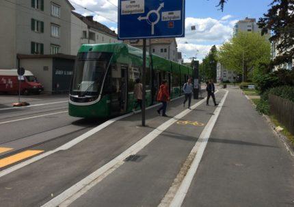 Baslerstrasse in Allschwil mit neuer Tramhaltestelle